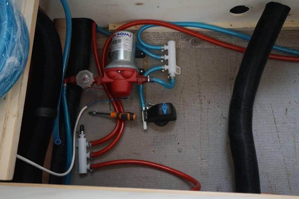 Circuit d'eau fourgon aménagé