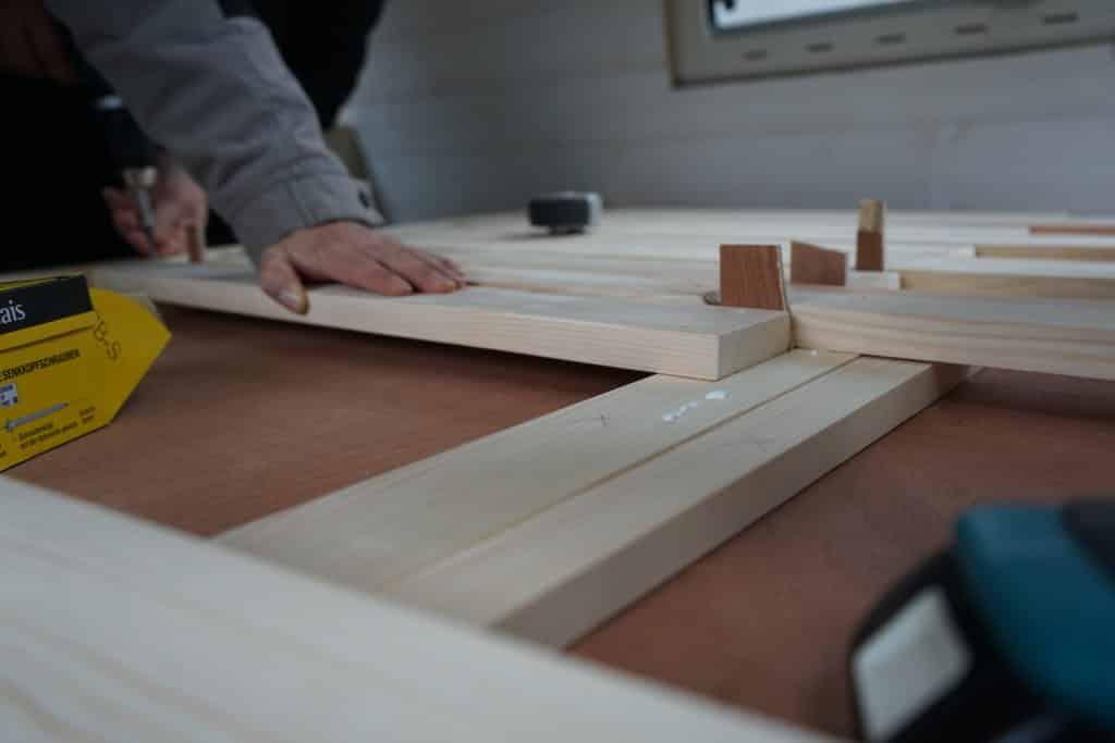 Lit peigne en construction fourgon